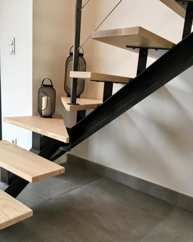 Limon central d'escalier en IPN avec assemblage par boulonnage