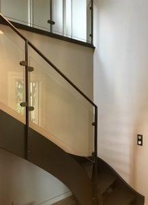 Rambarde d'escalier acier et verre