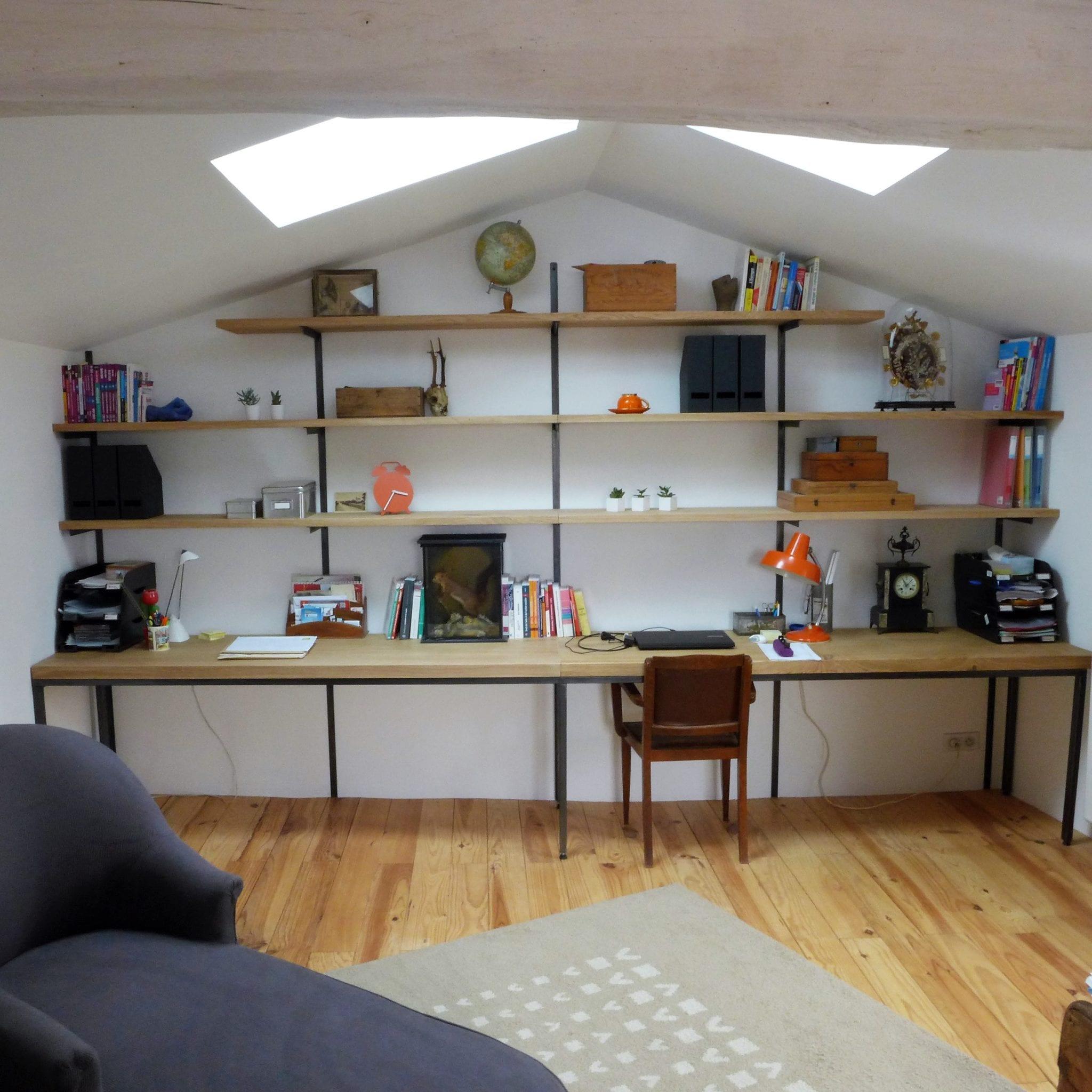 Bureau style industriel, supports d'étagères en acier et étagères en chêne